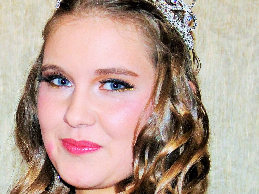 Miss Teenage Canada 2016 Prizes - YouTube