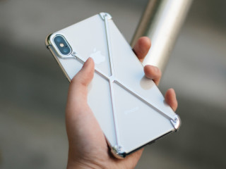 Protect Your Phone. Don t Hide it. - In Your hand is the smartest and  sexiest phone of our time. Do you hide its beauty in layers of plastic  b4559751a