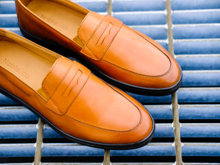 82695537750c Italian leather sneakers designed to look like dress shoes so you can  simultaneously look professional and be comfortable.