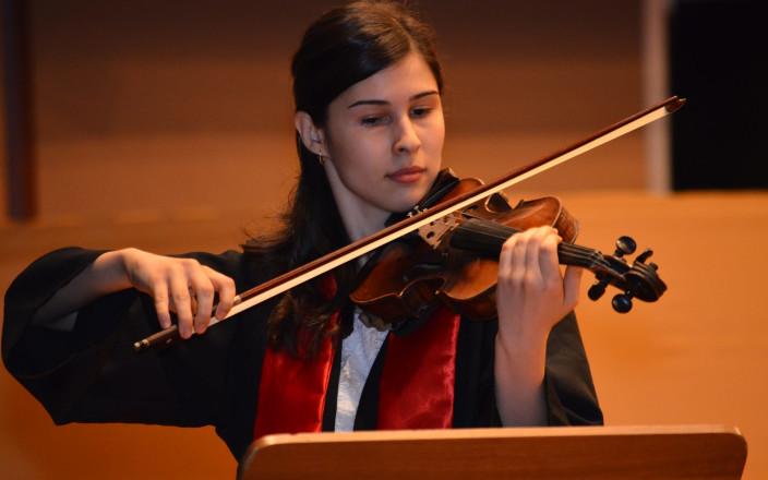 Help Roxana buy a Violin