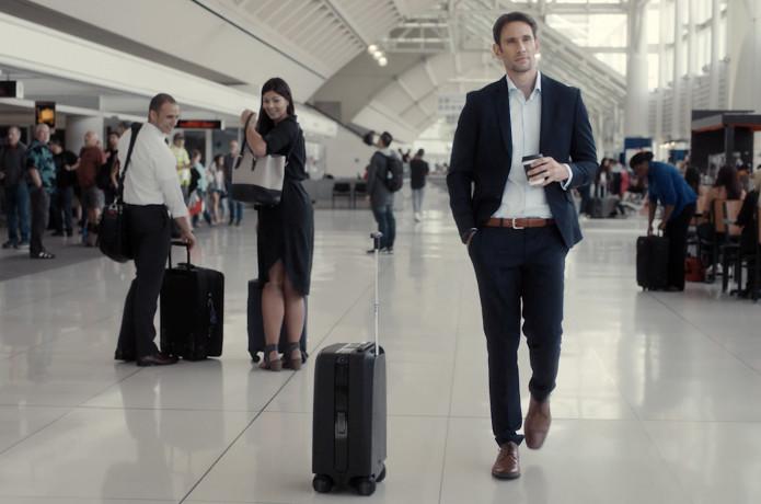 3efa78dd76b Ovis  1st AI-Powered Suitcase Following by Side