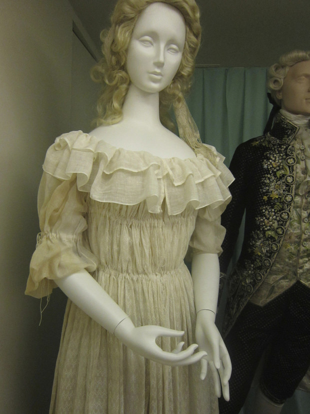 The Devil Wears A White Dress - Marie-Antoinette and the chemise a ...